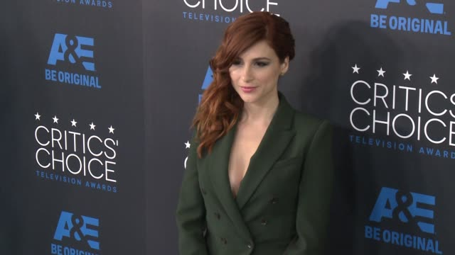 aya cash at the 2015 critics' choice television awards at the beverly hilton hotel on may 31, 2015 in beverly hills, california. - 放送テレビ批評家協会賞点の映像素材/bロール