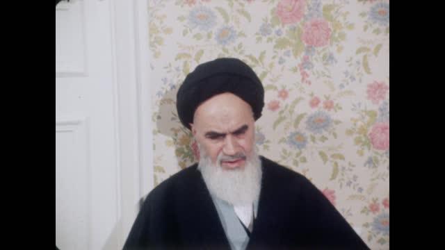 ayatollah khomeini interview; france: paris: ext ayatollah khomeini at prayers in garden int ayatollah khomeini interview sof ext peter snow i/c - peter snow bildbanksvideor och videomaterial från bakom kulisserna