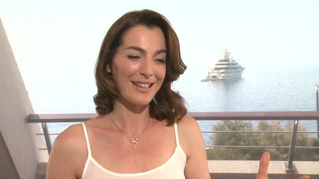 vidéos et rushes de interview ayelet zurer on the moral dilemma of killing someone to save your own at the 54th montecarlo television festival day 5 on june 11 2014 in... - dilemme moral