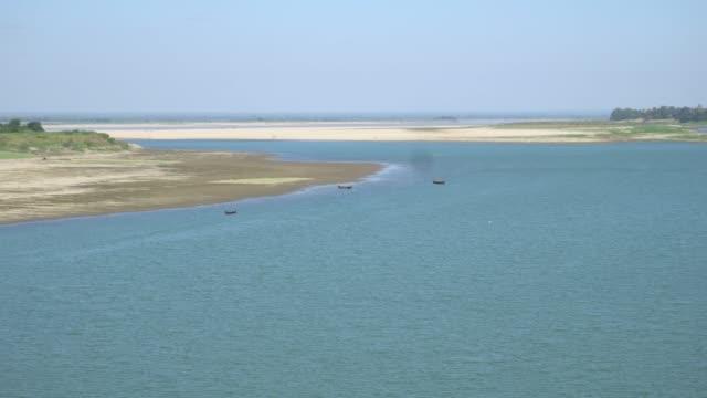 vídeos y material grabado en eventos de stock de río de ayeyarwady de myanmar de bagan - calabaza no comestible