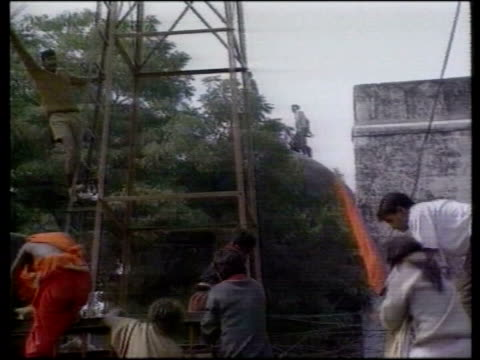 ayodhya ext seq hindu demonstrators attacking muslim temple hindu demonstrators chanting - krishnan guru murthy stock videos & royalty-free footage