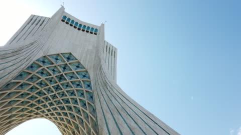 vidéos et rushes de azadi tower, shahyad tower, azadi square, tehran, iran, western asia, asia, middle east - tour d'azadi