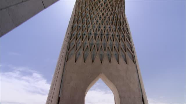 vidéos et rushes de ms td azadi tower (freedom tower), tehran, iran - tour d'azadi