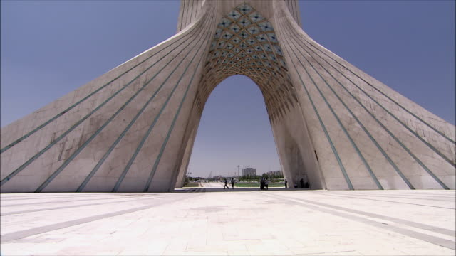 vidéos et rushes de ms tu td azadi tower (freedom tower), tehran, iran - tour d'azadi