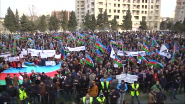 vídeos y material grabado en eventos de stock de azerbaijani people stage a rally against the national currency devaluation in azerbaijan, baku, on march 15, 2015. - devaluation