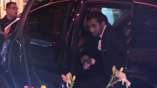 aziz ansari arrives at the 2014 vanity fair oscar party in west hollywood in celebrity sightings in los angeles 03/02/14 - oscarsfesten bildbanksvideor och videomaterial från bakom kulisserna