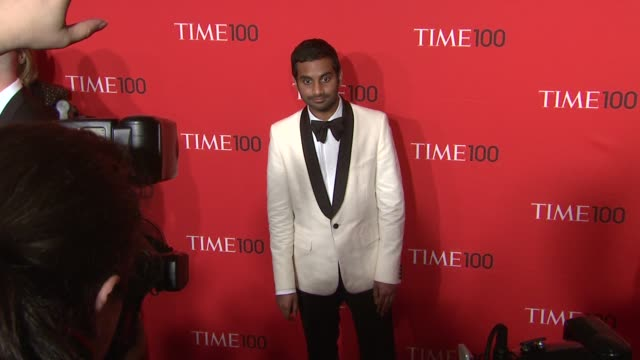 vídeos de stock, filmes e b-roll de aziz ansari at the time 100 gala time's 100 most influential people in the world at new york ny - evento anual