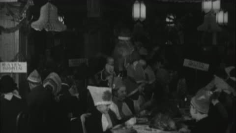 vidéos et rushes de babe ruth visits sick kids in hospital, and dresses up like santa claus / united states - 1928