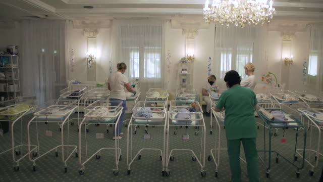 babies born to surrogates in ukraine looked after in hotel by nannies as their parents, from around the world, cannot come to pick them up due to... - ウクライナ点の映像素材/bロール