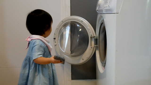 vídeos y material grabado en eventos de stock de babies ruining smartphones by putting it into a washing machine - lavadora
