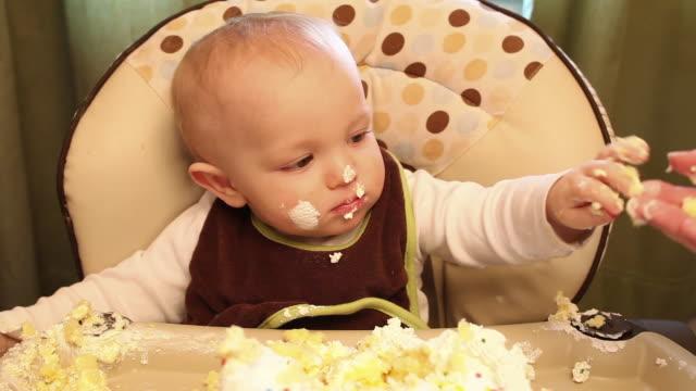vídeos y material grabado en eventos de stock de baby at home - comida de bebé