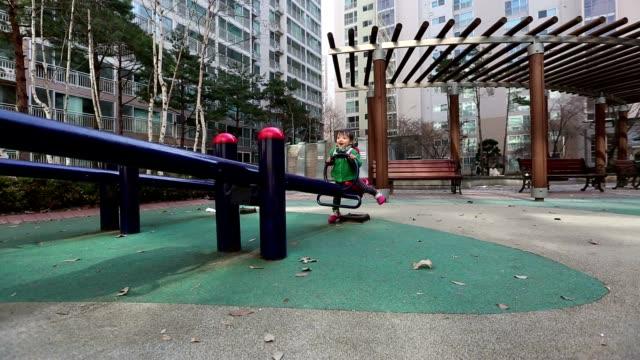 baby auf dem spielplatz glidecam - wippe stock-videos und b-roll-filmmaterial