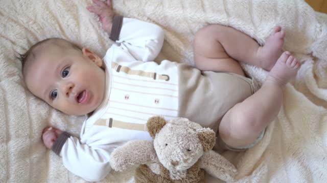 vídeos de stock, filmes e b-roll de baby, baby - só um bebê menino