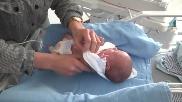 baby born prematurely in northeastern turkey, weighing just 750 grams at the time of birth, has been successfully treated and sent home after 80 days... - week video stock e b–roll