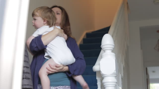 vídeos de stock, filmes e b-roll de baby boy goes down stairs with his mother. - escada objeto manufaturado