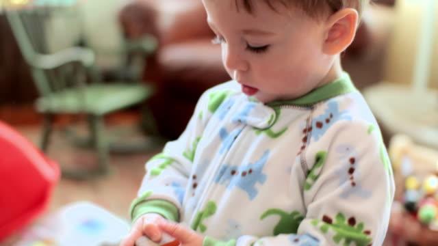 vídeos de stock, filmes e b-roll de baby boy looking at book - só bebês meninos