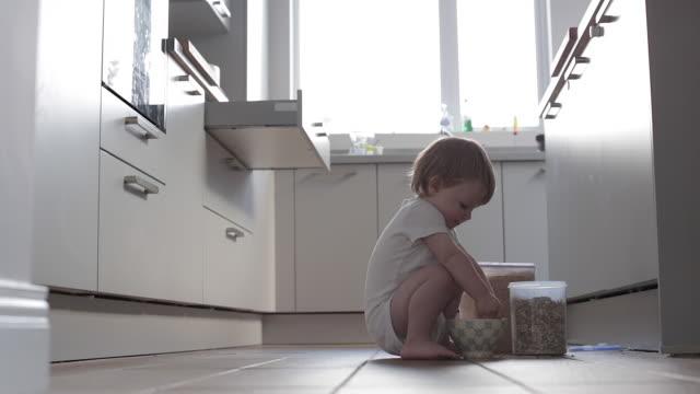 baby boy making breakfast - unordentlich stock-videos und b-roll-filmmaterial