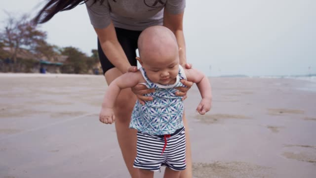 baby boy (6-11 months) taking first steps on the beach - 6 11 months stock videos & royalty-free footage