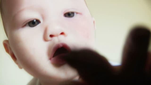 baby camera grab (hd) - endast en pojkbaby bildbanksvideor och videomaterial från bakom kulisserna