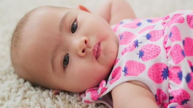 baby närbild - endast en flickbaby bildbanksvideor och videomaterial från bakom kulisserna