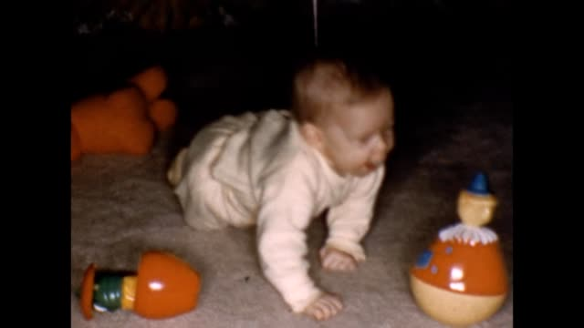 stockvideo's en b-roll-footage met 1958 baby crawling and playing with toys - kruipen