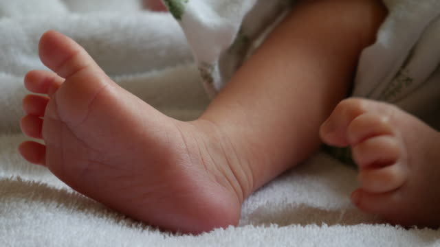 baby feet movement