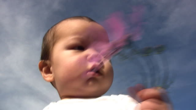 baby flower (hd - ein männliches baby allein stock-videos und b-roll-filmmaterial