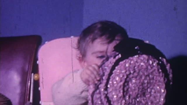 vídeos de stock, filmes e b-roll de baby girl, 1960s - rosa cor