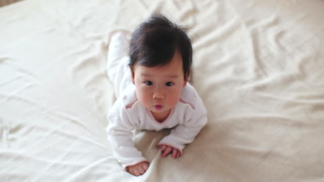 baby girl learn crawling