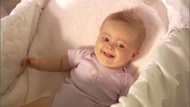 vídeos de stock e filmes b-roll de cu, zi, baby girl (6-9 months) lying in basinet - 6 11 meses