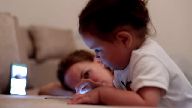 baby girl using smart phone - touching and watching on the screen - tiptoe stock videos & royalty-free footage