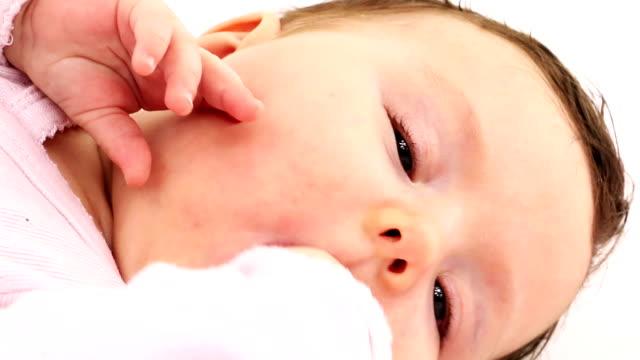 ベビーガール - 生後2ヶ月から5ヶ月点の映像素材/bロール