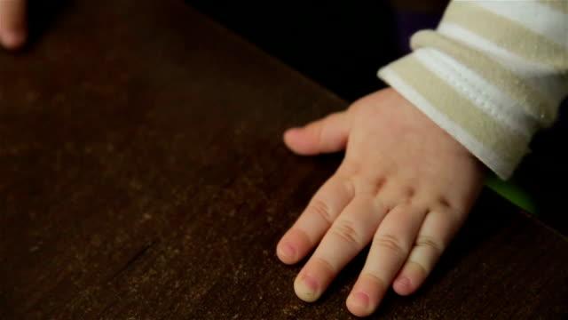 ベビーの手 - 赤ちゃんのみ点の映像素材/bロール