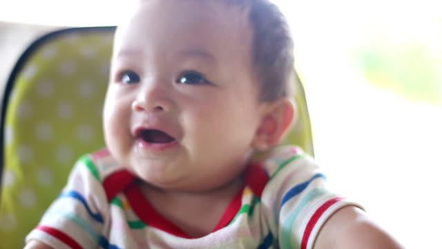 barnet har roligt - 6 11 månader bildbanksvideor och videomaterial från bakom kulisserna
