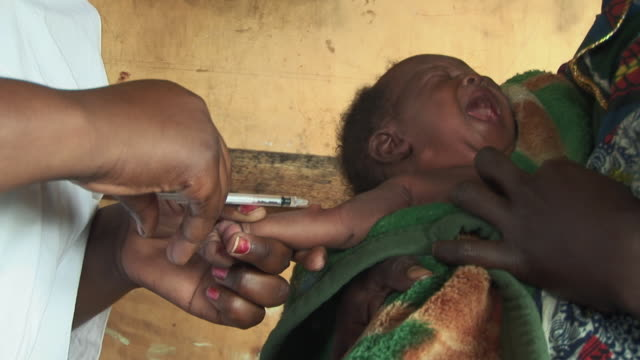 cu baby having injection, refugee camp, goma, congo - impfung stock-videos und b-roll-filmmaterial