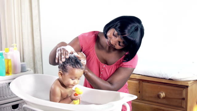 hd: baby in bath having her hair washed - washing hair stock videos & royalty-free footage