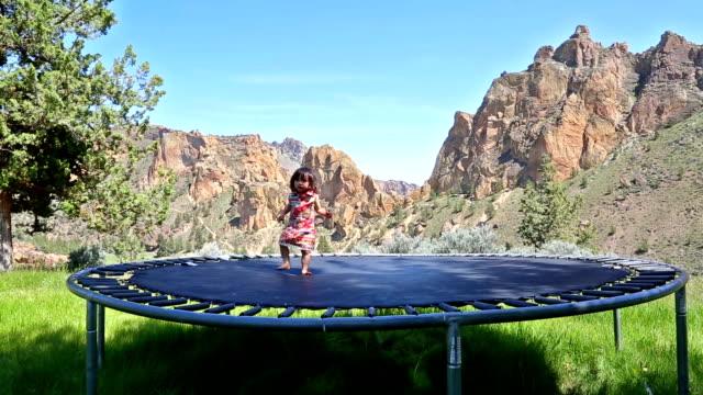 stockvideo's en b-roll-footage met baby on trampoline - trampoline
