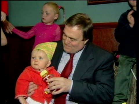 baby sitting on knee of deputy prime minister john prescott cs baby pull out with prescott as he jokes about the baby putting a fist to his face sot... - ジョン プレスコット点の映像素材/bロール