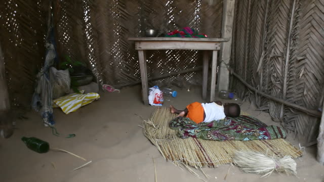 ms baby sleeping in hut at fisherman village / togo - auf der seite liegen stock-videos und b-roll-filmmaterial