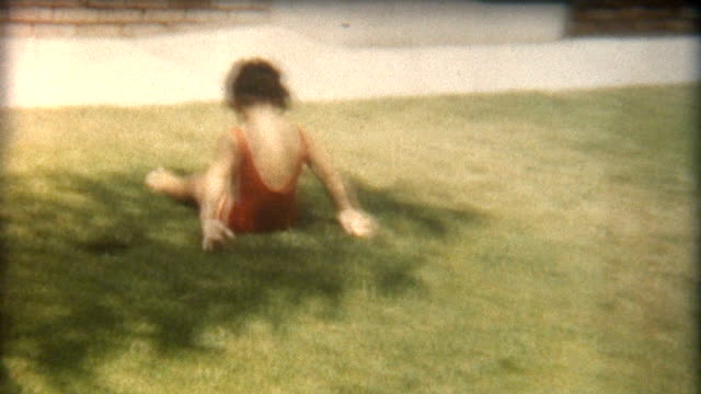 stockvideo's en b-roll-footage met baby tumbler 1960's - archief