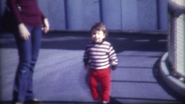 stockvideo's en b-roll-footage met baby walking 1972 - 1972