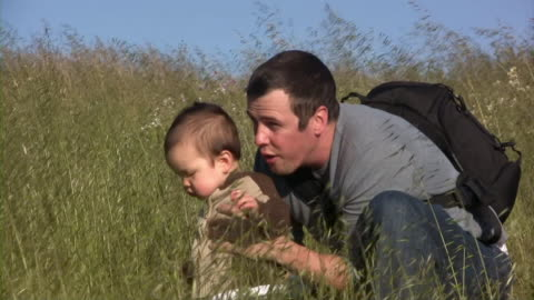 stockvideo's en b-roll-footage met baby wheat with father (hd) - genderblend