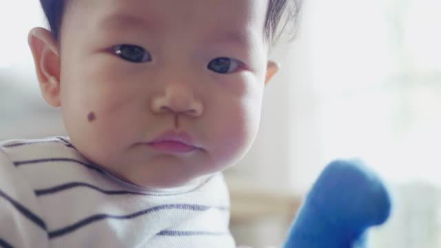 vídeos y material grabado en eventos de stock de bebé con una gran sonrisa en la cara - 6 11 meses
