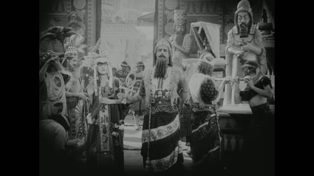 vidéos et rushes de babylonian royals take part in a religious ceremony - dieu