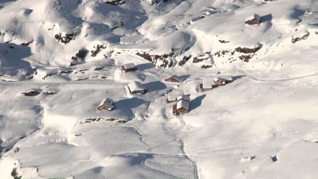 ms zo bachlager in winter / grindelwald, bernese oberland, switzerland - berner alpen stock-videos und b-roll-filmmaterial