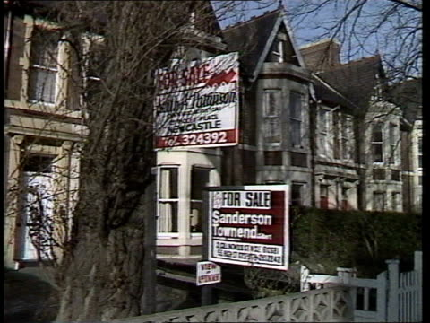 stockvideo's en b-roll-footage met housing price slump f'back for sale boards on houses in the north east r f'back for sale signs on houses in the south - for sale korte frase