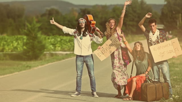 stockvideo's en b-roll-footage met back in 70s: hippies on the road hitchhiking - hippie
