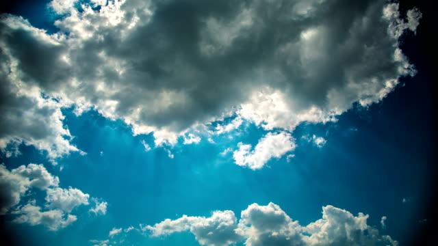 vídeos y material grabado en eventos de stock de contraluz nube - back lit