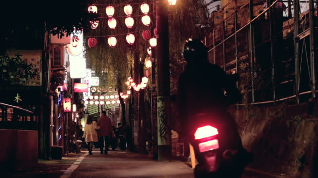 back road in shibuya,tokyo,japan. - gasse stock-videos und b-roll-filmmaterial