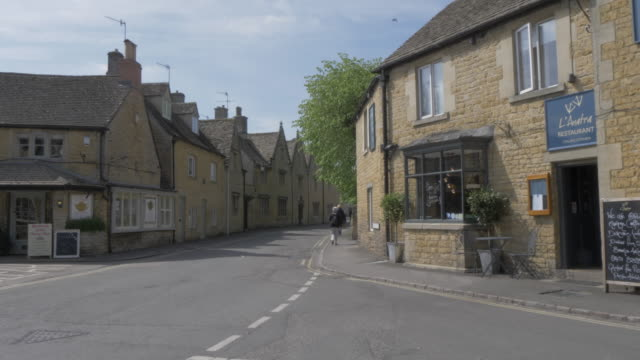 back street restaurants in bourton on the water, cotswolds, gloucestershire, england, united kingdom, europe - gloucestershire stock videos and b-roll footage